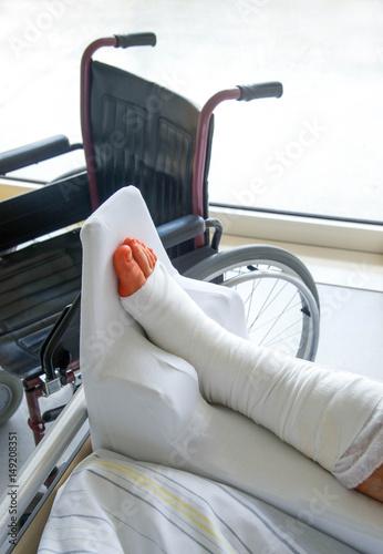Frisch operiert im Krankenhaus Poster