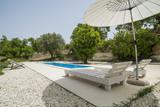 Villa con piscina e arredamento da esterno - 149304378