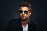 Portrait of men with sunglasses - 149710556