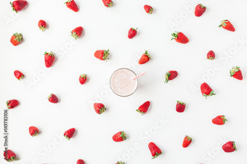 Fotobehang Milkshake Strawberry milkshake, fresh strawberry on white background. Summer concept. Flat lay, top view