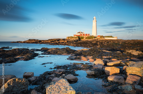Keuken foto achterwand Noord Europa Long Exposure at St Mary's Island / St Mary's Lighthouse on a small rocky Island, just north of Whitley Bay on the North East coast of England. A causeway submerged at high tide links to the mainland