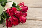 Bunch of red roses with tag - 150190733