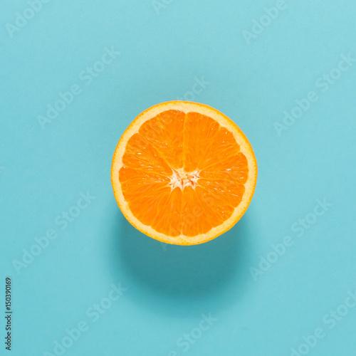 O połowę świeżej pomarańczy
