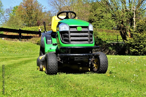Aluminium Trekker An image of lawn mowing