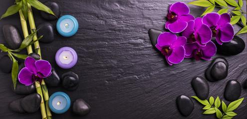 orchidea con sassi e candele profumate