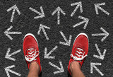 Welche Richtung nehmen? Entscheidung treffen - Konzept - 151456574