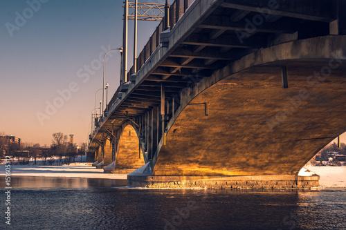Pont au coucher du soleil