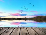 amanecer azul en el rio