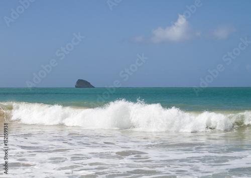 Rocher dans le mer des Caraïbes