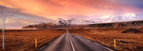 Poster Oranje eclat Horizon road and the snow covered mountains, Iceland
