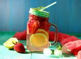 клубничный лимонад с лимоном и мятой