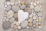 Herz auf Kieselsteinen - 152305910
