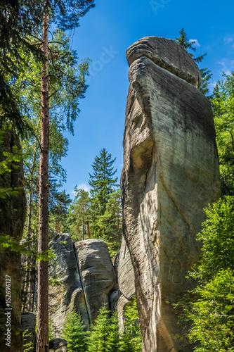 Formacje skalne w skalnym mieście w czeskim raju.
