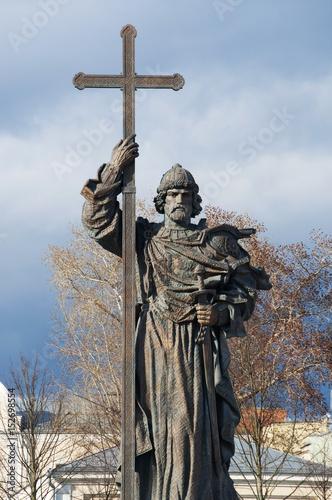Poster Mosca, 26/04/2017: la statua di Vladimir il Grande,  Gran Principe di Kiev che h
