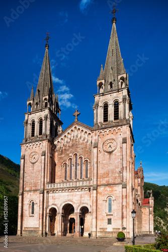 Poster Fachada de la basílica de Covadonga