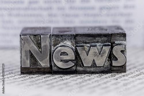 Leinwanddruck Bild news in lead characters