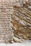 Alte schadhafte Bruchsteinmauer