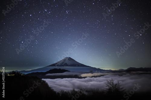 大月市大蔵高丸富士山の星空と雲海