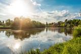 Sonnenstrahlen Spiegelung im Main bei Aschaffenburg - 153779527