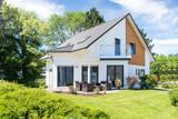 Einfamilienhaus, Wohnhaus mit Garten  - 153888363