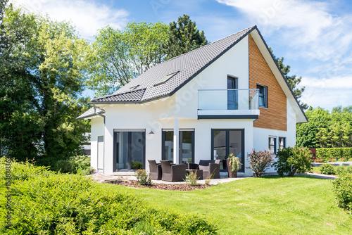 Sticker Einfamilienhaus, Wohnhaus mit Garten
