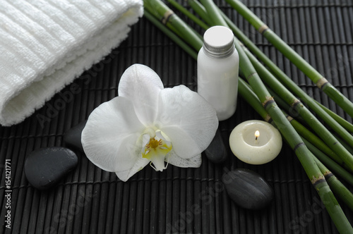 Poster Spa Spa setting with candle ,orchid ,towel ,stones ,grove on mat