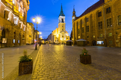 Fototapeta Night view of the Holy Spirit church and the Old City Town Hall in Torun