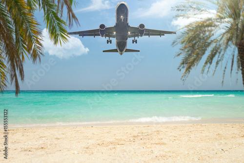 Plagát Flugzeug landet im Urlaubsparadies