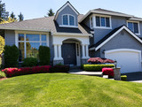 Fototapety Well maintain front lawn of clean home during spring season