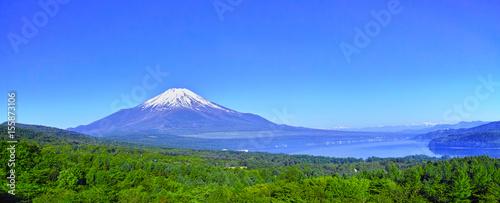 新緑の山中湖パノラマ台からの風景