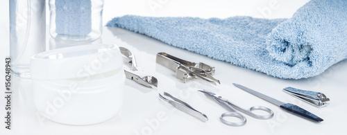 Canvas Manicure Kosmetik, Maniküre, Pediküre, Utensilien auf weißem Tisch, Hintergrund, Panorama