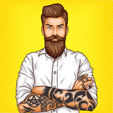Pop art, brutalny brodaty mężczyzna, macho z tatuażami złożył ręce na piersi