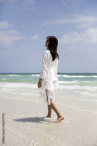 Poster Young Vietnamese woman on the beach