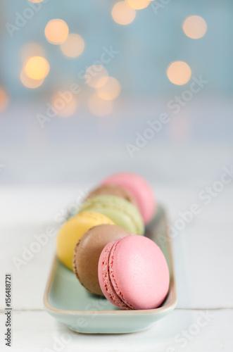 Fotobehang Macarons macarons de colores con fondo de luces