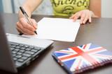 Fototapety studentessa su internet per corso online e-learning università telematica