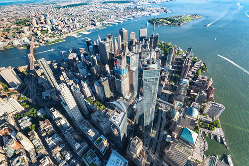 Aerial view of the Freedom Tower at One World Trade Center, Manhattan, NY плакат