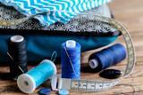 couture thème bleu sur fond bois 2 - 157138396