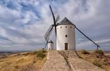 Molinos de viento manchegos. Gigantes de Don Quijote. Alcázar de San Juan. Ciudad Real. España.