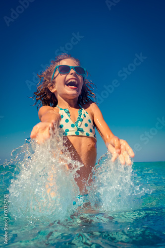 Poster Happy child playing in the sea