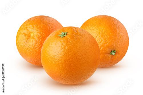 Pomarańcze odizolowywać na białym tle.