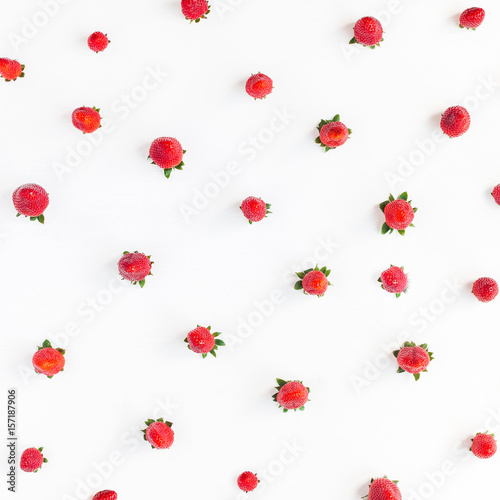 Foto op Aluminium Milkshake Strawberry on white background. Strawberry pattern. Flat lay, top view