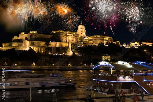 Fotobehang Boedapest Feuerwerk Burgberg Budapest