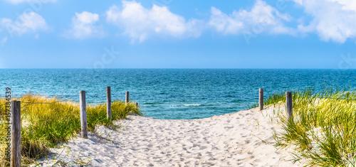 Zdjęcia na płótnie, fototapety na wymiar, obrazy na ścianę : strandzugang zur Ostsee, Düne, blauer himmel,  panorama