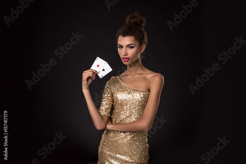 Plakat Pretty african girl shows two aces in casino poker and win