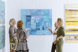 Friends in museum - 157443936