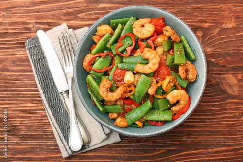 Snowpeas and shrimps salad - 157481136