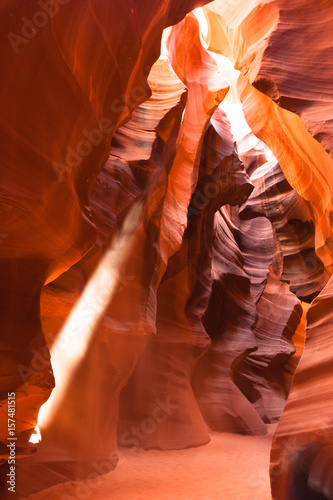 Papiers peints Rouge mauve Sunlight Beams into Antelope Slot Canyon Arizona