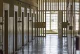 Flur in einer Justizvollzugsanstalt - 157551132