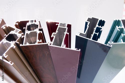 Foto Murales Vari profili in allumino colorati per serramenti e porte