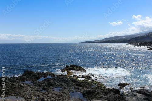 Piękna, błyszcząca woda Oceanu Atlantyckiego Poster